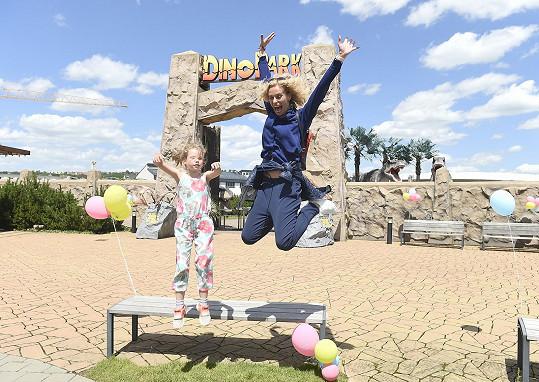 Za odměnu vyrazily do Dinoparku a na dětské hřiště.