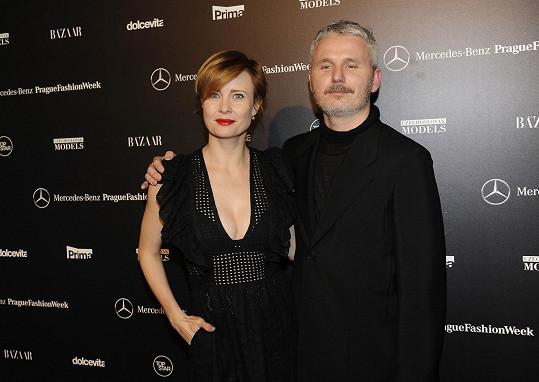 Společné foto s kreativním ředitelem Mercedes-Benz Prague Fashion Weeku Lukášem Loskotem