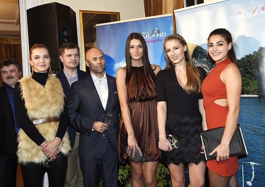 Česká Miss 2014 se s kolegyněmi přišla podívat na finalistky z nového ročníku.