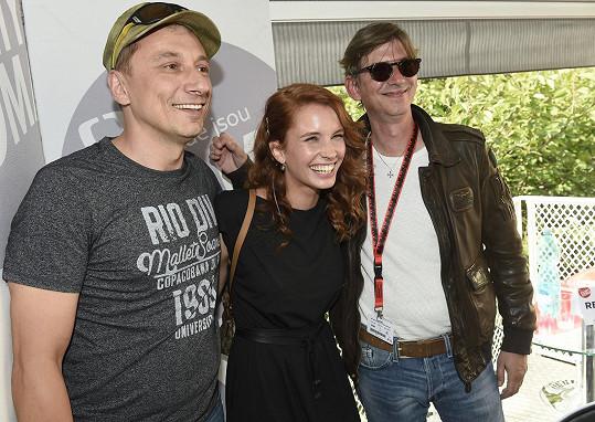 S kolegou Petrem Stachem (vlevo) a režisérem série Jiřím Strachem před tiskovou besedou.