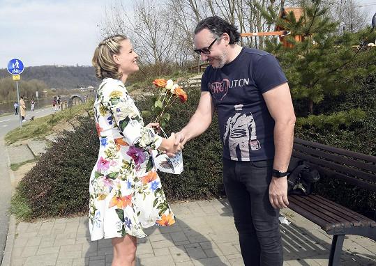 20. března oslavil 48. narozeniny, od Míši Gemrotové dostal dodatečně květinu.
