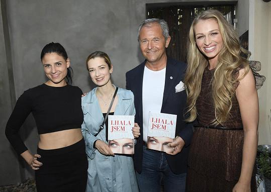 Knihu pokřtili manažer, kouč a mentor Jan Mühlfeit, divadelní herečka a tanečnice Lilian Fisherová a herečka Marika Šoposká.