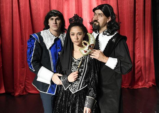 Roxanu hraje Eva Burešová, Cyrana Vojtěch Efler.