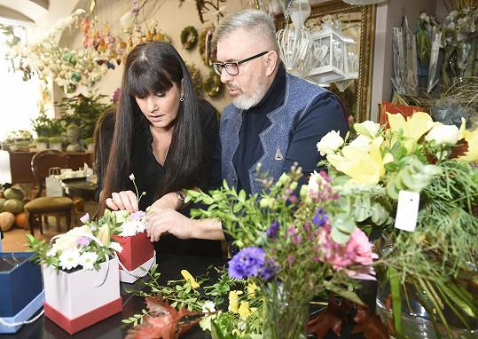 Toho využila, když spolu s kamarádem Pavlem Hruškou vyráběla dárky pro kolegy před premiérou.