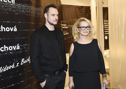S jedním z vystavujících umělců Prokopem Bartoníčkem