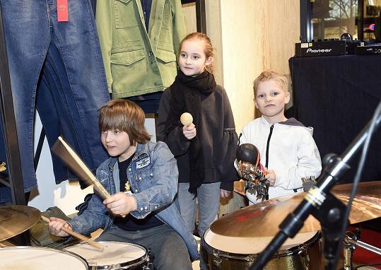 Šimon Havelka hraje od malička na bicí.