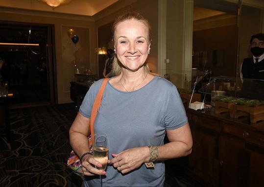 Linda Finková má radost ze spodního prádla a knihy.