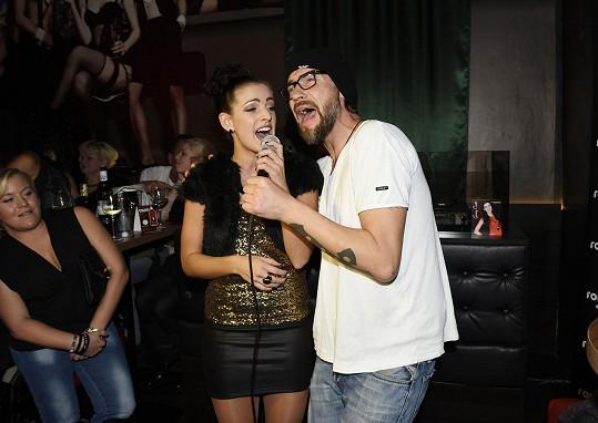 S Bořkem zazpívala duet pro majitelku baru, která slavila narozeniny.