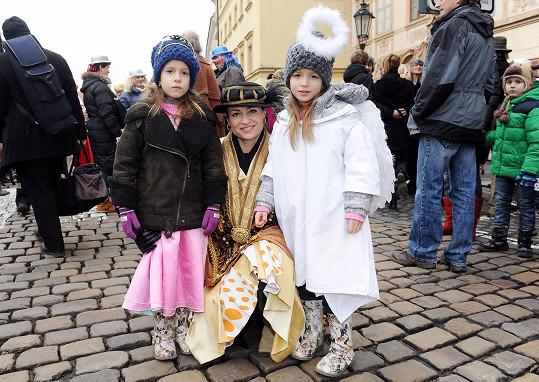 Hanka Kynychová s dcerami Alexandrou a Sofií.