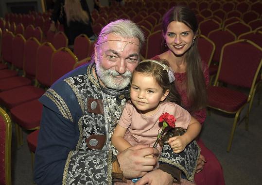 Daniel Hůlka s manželkou Barborou a dcerou Rozárkou