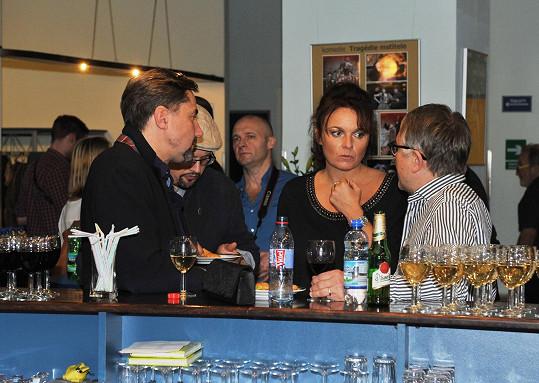 S přítelem Martinem Trnavským u baru