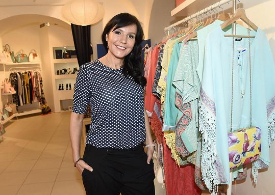 Martina Jandová na otevření butiku s řeckou módou