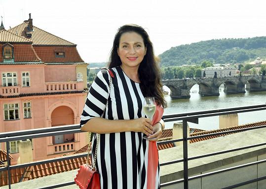 Jana Bobošíková se kromě podnikání v oblasti distribuce stále pohybuje ve světě médií. Proto musí stále dbát o svůj vzhled.