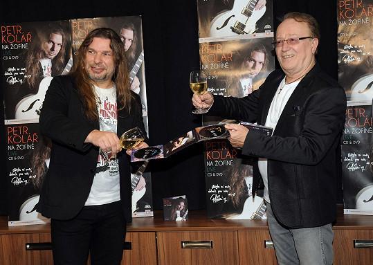 Oba Petrové se spolu sešli na jednom pódiu a dali si i sklenku vína.