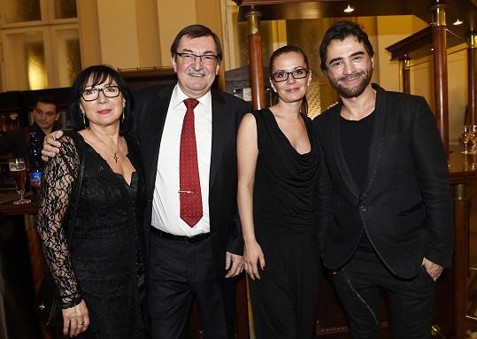 S partnerkou a se Sagvanem Tofim a jeho spolupracovnicí Jájou Klíčovou