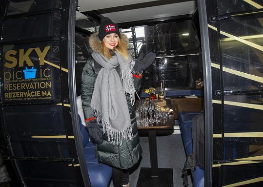 Tereza vyzkoušela párty úpravu kabiny lanovky.