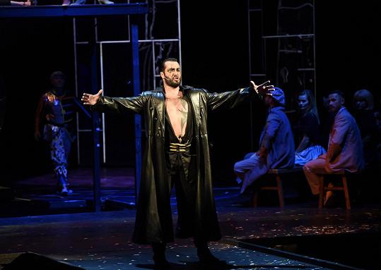 Vašek jako Garcia v muzikálu Carmen