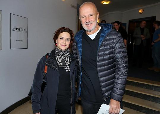 Neformálně pojali premiéru manželé Ondřej Soukup a Lucia Šoralová.
