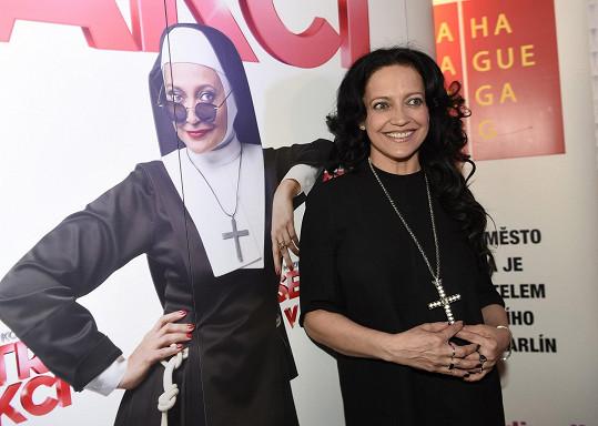 Lucie hraje titulní roli sestry Dolores.