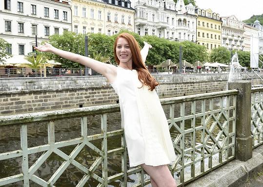 Nikol si ve Varech užívala filmy a společenské události i setkání s přáteli.