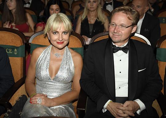 Bára s přítelem v kině Lucerna