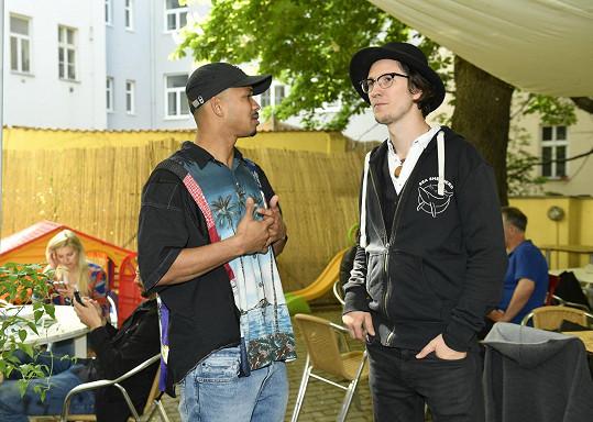 Ben ještě v kšiltovce s písničkářem Voxelem