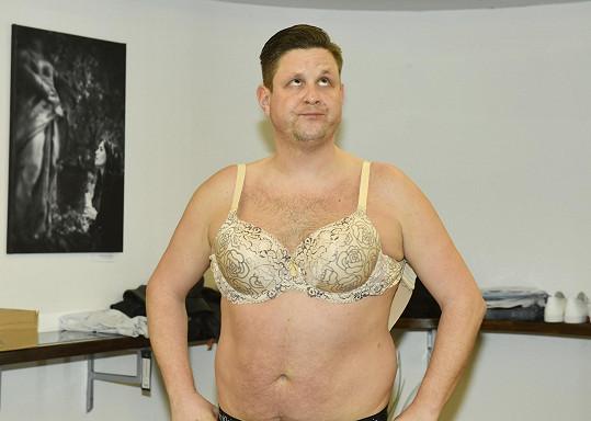 Také Michal Novotný bude muset v Kvítku mandragory obléknout dámský oděv.