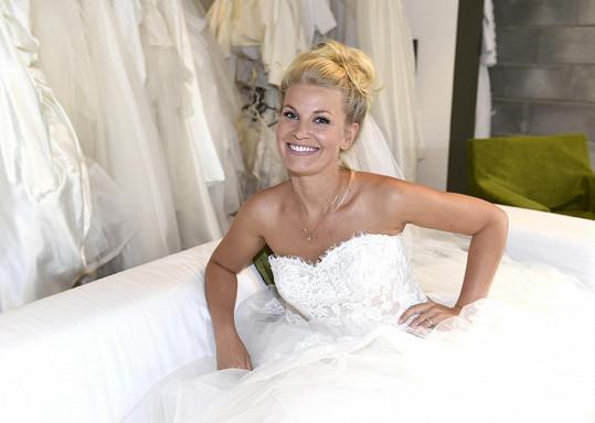 Hana Věrná zkoušela svatební šaty.