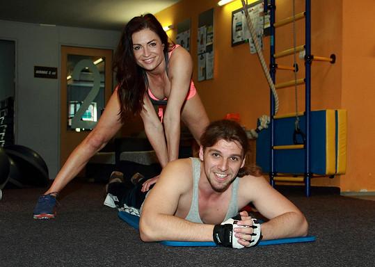 Hanka dala Michalovi po cvičení zaslouženou masáž.