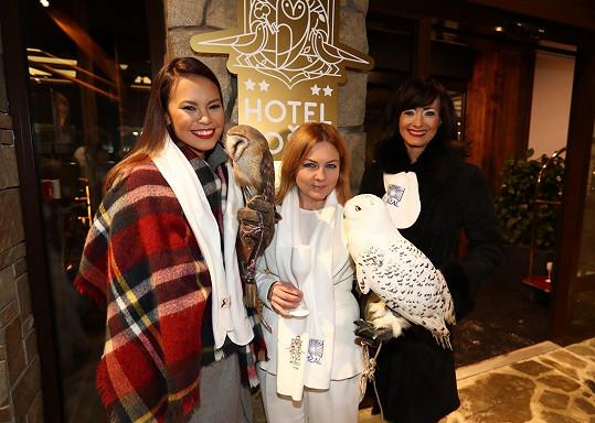 Pavlína s Danielou Šinkorovou a Monikou Leovou na otevření nového hotelu.
