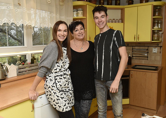 Ve Rtyni v Podkrkonoší žije Kamilina rodina (na snímku s bratrem a maminkou)
