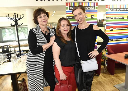 S kolegyněmi, s nimiž dabovala seriál Přátelé, Miriam Chytilovou a Stanislavou Jachnickou.