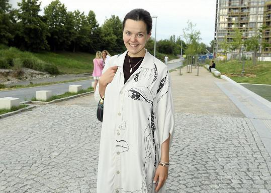 Lilia Khousnoutdinova sice ještě kojí...