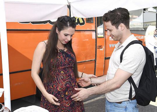 Potkal se i s těhotnou seriálovou kolegyní Terezou Vítů.