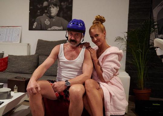 Aktuálně Langmajer natáčí další pokračování úspěšného seriálu Lajna. Na snímku s Hanou Vagnerovou