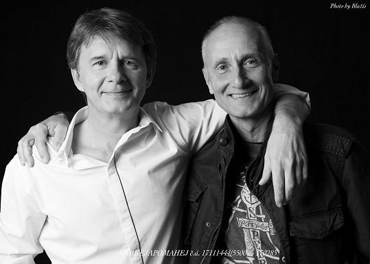 Do projektu Mrkej a pomáhej na pomoc postiženému Markovi se kromě Jana Šťastného zapojil třeba i Josef Carda.