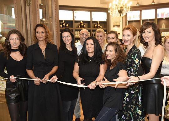 Moderátorka vyrazila na otevření obchodu s přírodní kosmetikou.