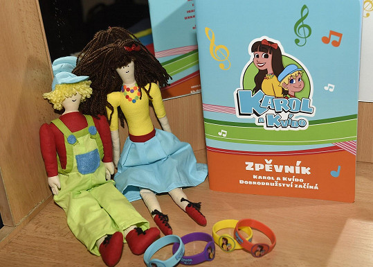 Vydala desku a zpěvník, natočila 10 klipů a má i rozkošné figurky Karol a Kvída.
