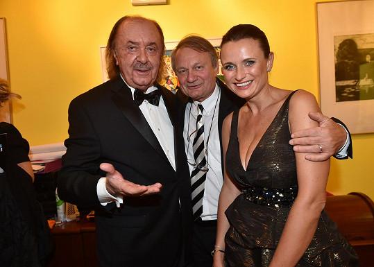František Janeček s režisérem Jiřím Adamcem a jeho ženou Janou.