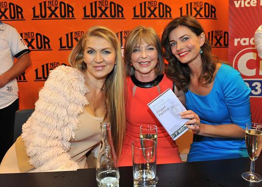 Martina Formanová, Anna Pořízková a Pavlína Pořízková na autogramiádě knihy