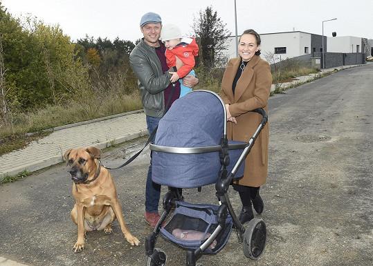 Manželé Křížovi s dětmi a psem