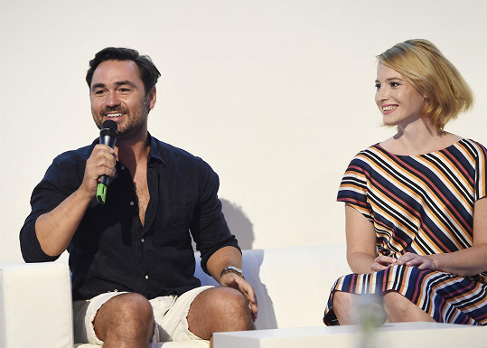 Režisér Biser Arichtev a Katarína Šafaříková představili na tiskové konferenci ČT novou sérii.