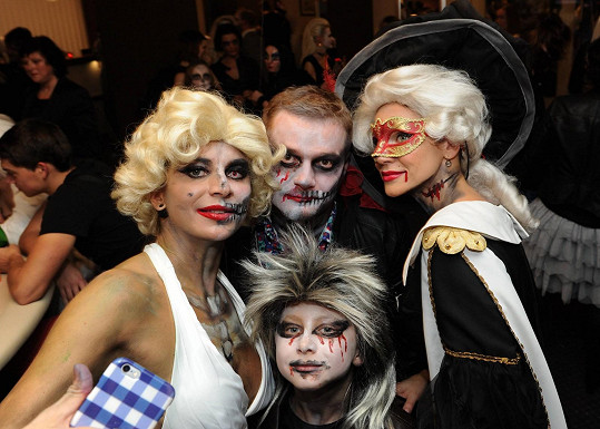 S Verešovou se chtěli všichni návštěvníci večírku fotit.