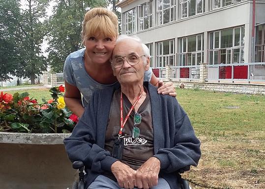 Martinová se svým otcem, se kterým se kvůli covidu také musela rozloučit.
