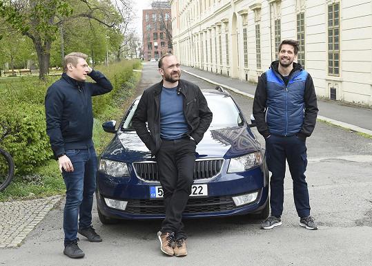 Na place s kolegy Jiřím Hánou a Robertem Urbanem. Ve Specialistech hraje kapitána Tomáše Berana.
