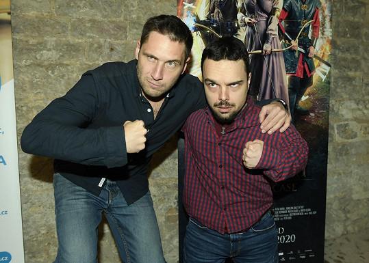 S filmovým kolegou, se kterým hrají dvojici strážců.