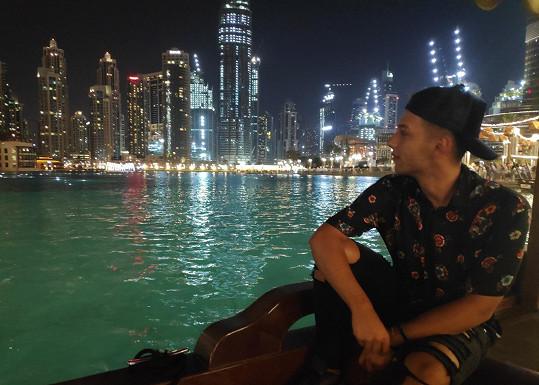 Jan Bendig přivezl videoklip z Dubaje, natáčení provázely problémy.