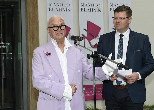 Manolo Blahnik s Jiřím Pospíšilem na zahájení výstavy