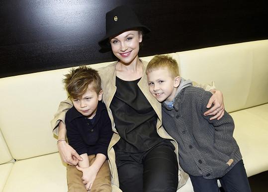 Herečka má už dva chlapce, nyní k nim přibude třetí.