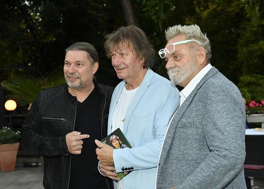 Petr Kolář a Václav Upír Krejčí byli také mezi gratulanty.
